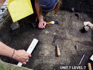 2004 © Excavating unit 7