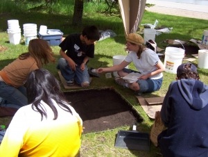2004 © School group excavating